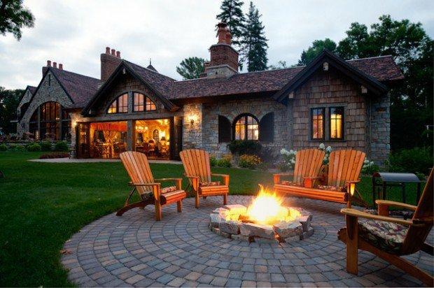 belle-terrasse-en-pierre-autour-du-feu