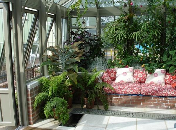 jardin-dhiver-banc-coussins-plantes