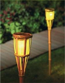 borne-solaire-bambou