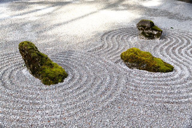 jardin zen ou jardin japonais le petit jardinier. Black Bedroom Furniture Sets. Home Design Ideas
