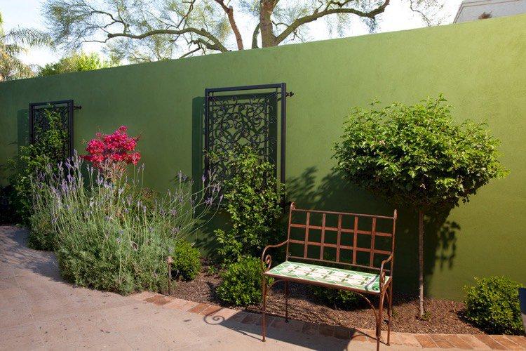 decoration-mur-exterieur-peinture-exterieure-verte-volets-fenetres-fer-forge